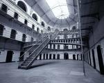 Nelle carceri servono mille educatori e mille assistenti sociali